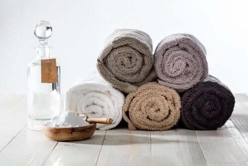 Handtücher mit Natron reinigen
