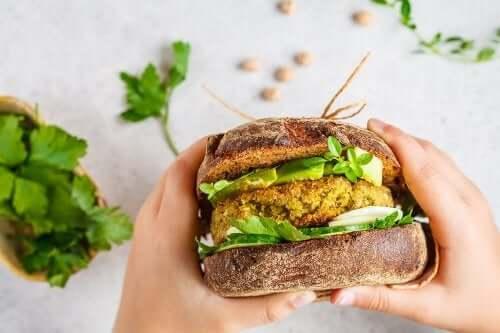 2 Rezepte für vegane Hamburger, die du unbedingt ausprobieren solltest!