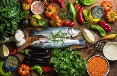 gesunde Abnehmdiäten mit Fisch und Gemüse