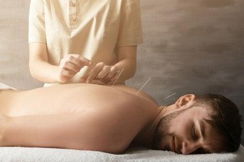 Hilft Akupunktur bei Gelenkschmerzen?