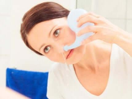 Die Wichtigkeit, die Nasenspülung richtig durchzuführen