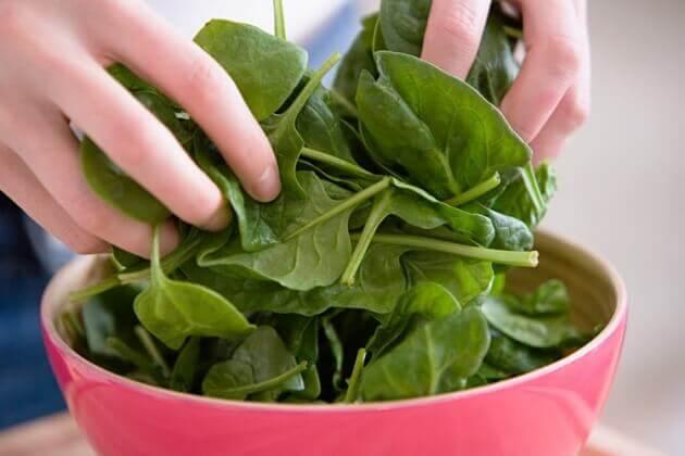 rohen Spinat essen