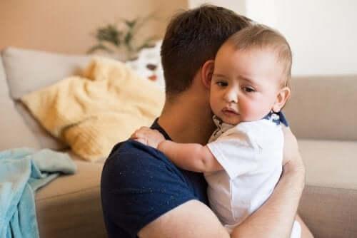 Magen-Darm-Entzündung bei Babys: Was tun?