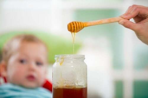 Warum dürfen Babys keinen Honig essen?