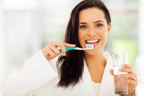 Zähneputzen gegen Zahnkaries