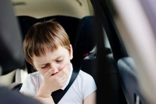 Ursachen für Übelkeit beim Autofahren