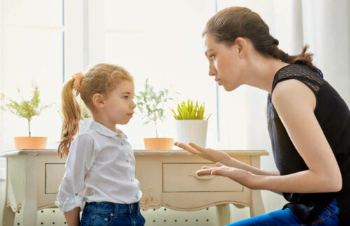 Grenzen setzen: Mutter erklärt Tochter Regeln