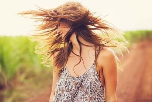 Schönes Haar mit Tonerde und Kokosöl