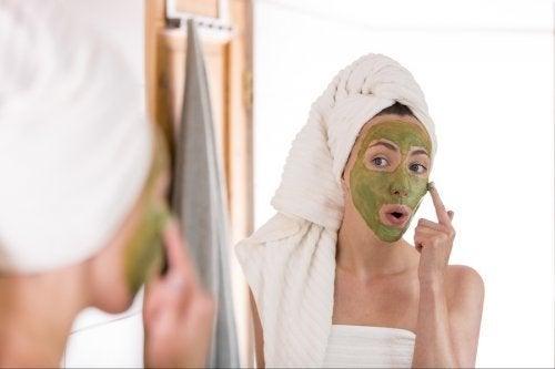Kann Grüner Tee gegen Akne helfen?