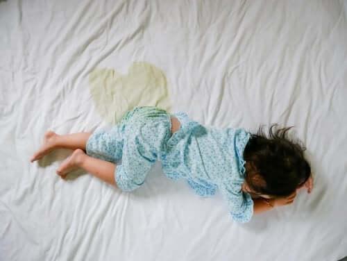 Bettnässen als Symptom von Kinderdiabetes