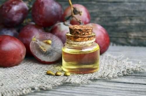 Anti-Falten-Nachtcreme mit Traubenkernöl selber machen