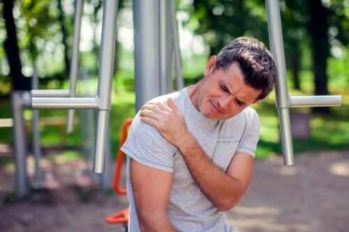 Frozen Shoulder: Risikofaktoren und Behandlung