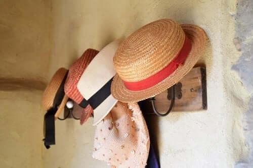 Eine Garderobe für deine Hüte selber machen