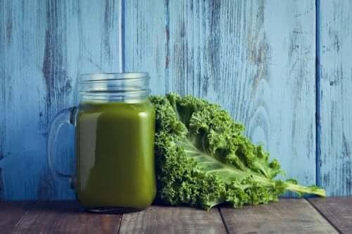 Vitaminreiche Gemüsecremesuppe aus Grünkohl und Spinat