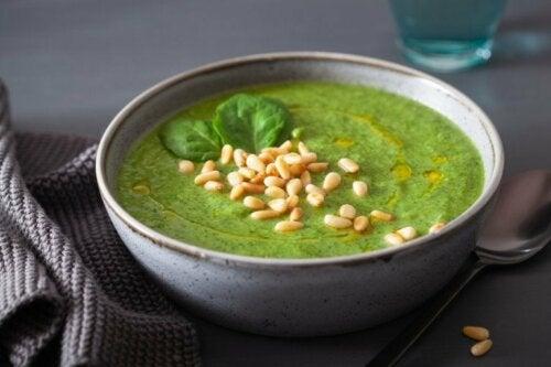 Gemüsecremesuppe mit Spinat