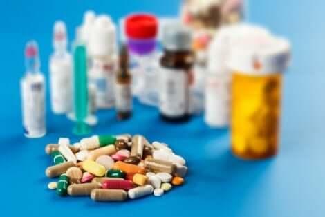 Verschiedene Arzneimittel und Tabletten