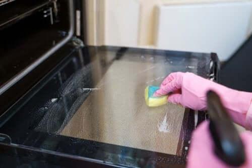 Wie man den Backofen reinigt: 5 Tipps