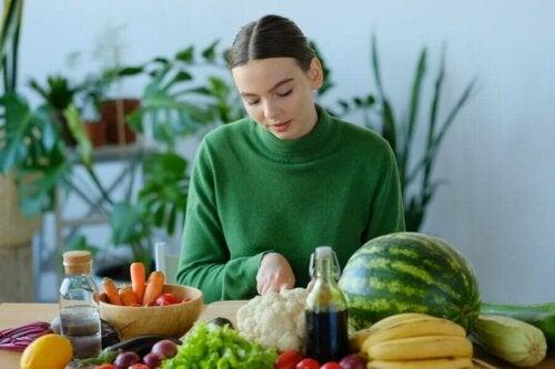 vitaminreiches Obst und Gemüse zubereiten