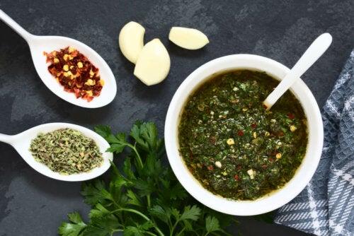 Rezept für Fischbällchen mit Garnelen und grüner Sauce