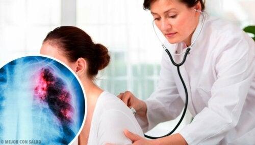 Frau hat Lungenknoten