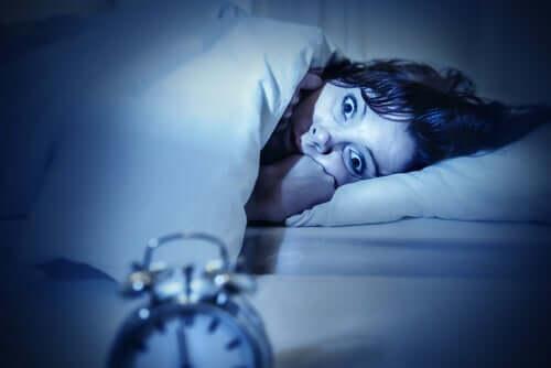 Frau mit Schlafparalyse