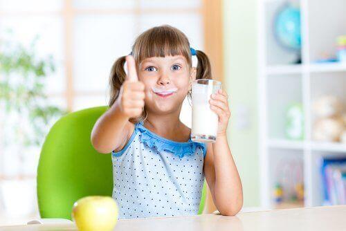 Mager- oder Vollmilchprodukte für Kinder?