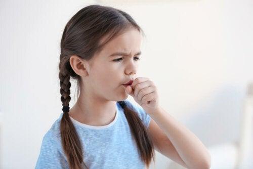 Mädchen hat eine Erkältung