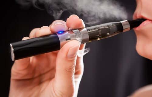 Information über die Auswirkungen von E-Zigaretten ist grundlegend
