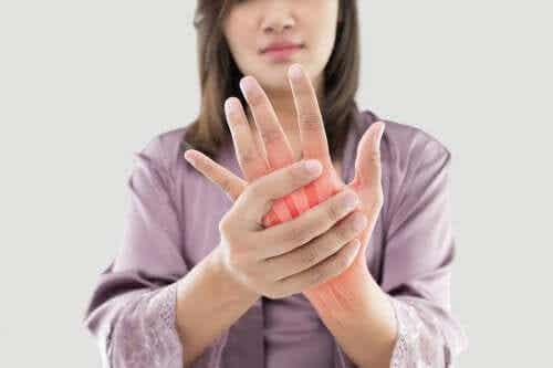Schmerzen durch rheumatoide Arthritis? Diese 5 Heilpflanzen können helfen