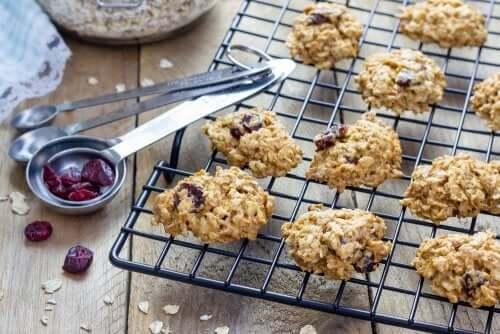 leckere Hafercookies mit Rosinen frisch aus dem Ofern