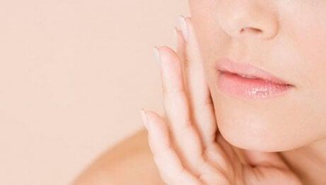 Frau mit glatter Haut
