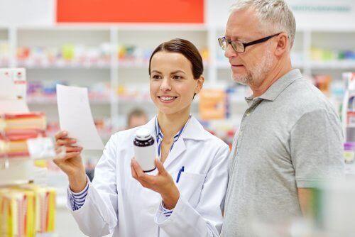 frei verkäufliche Medikamente -Beipackzettel lesen