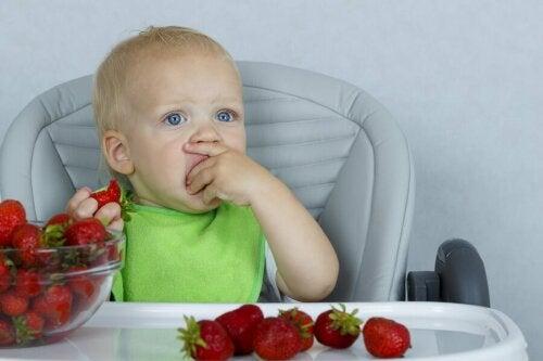 Erdbeeren gegen Verstopfung bei Kindern