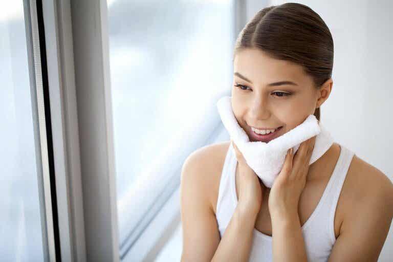 10 Gründe, warum du dich jeden Abend abschminken solltest