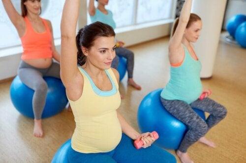 Stretchübungen für schwangere Frauen: Rücken, Hüfte und Beine