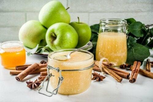 Kalorienarmes Gelee mit grünem Apfel und Chiasamen