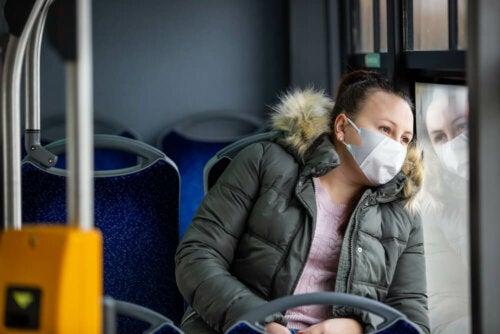 Soziale Distanz zum Schutz in öffentlichen Verkehrsmitteln