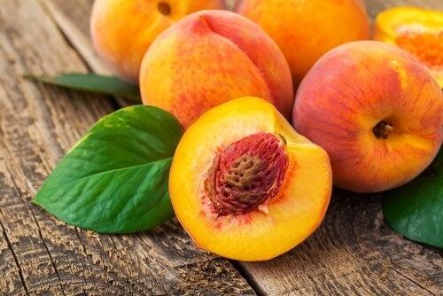 Fruchtgetränke für den Sommer: Pfirsichtee