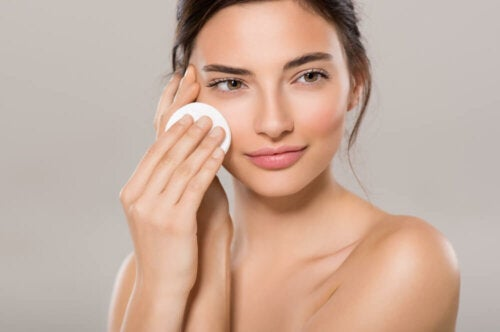 Make-up mit natürlichem Finish