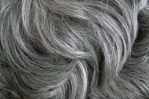 Studie bestätigt: Stress produziert graue Haare
