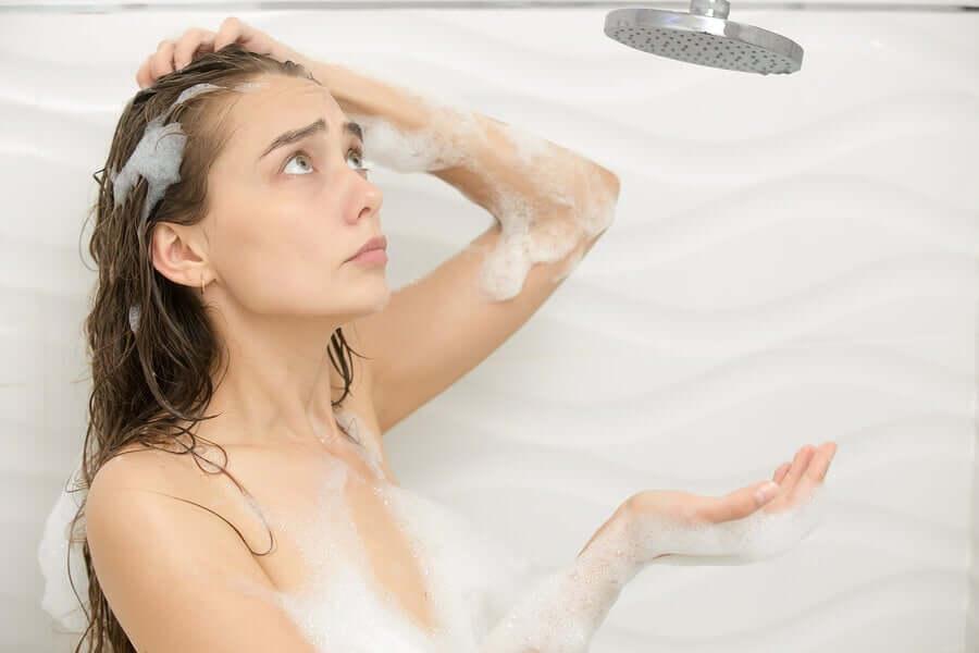 Dusche verstopft? 4 unfehlbare Methoden