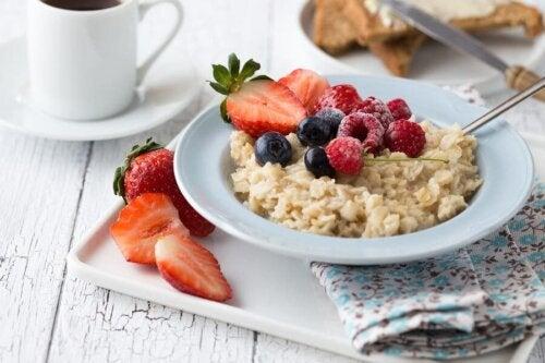ein gesundheitsbewusstes Frühstück mit Hafer