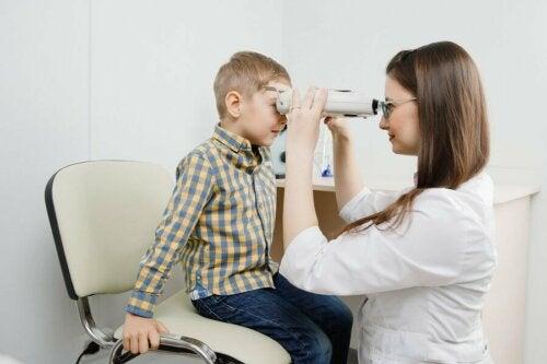 Retinoblastom: Symptome, Ursachen und Behandlung