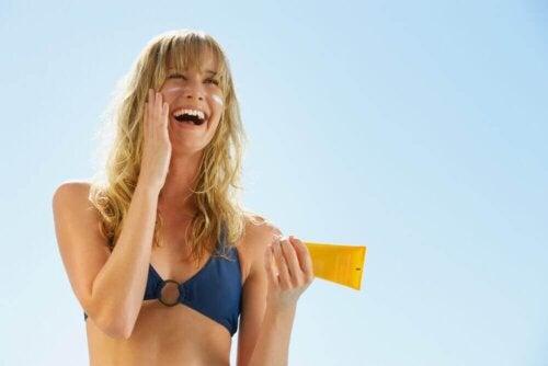 Bleichende Cremes und Sonnenschutz
