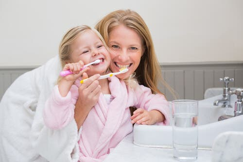 Zähne putzen Kindern beibringen