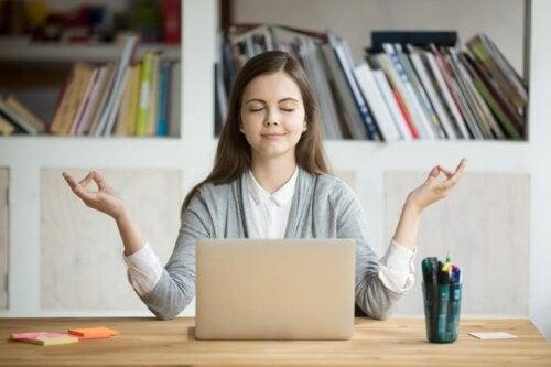 Realistische Erwartungen, um Meditation in deinen Alltag zu integrieren