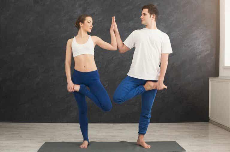 Partner-Yoga für eine starke Beziehung