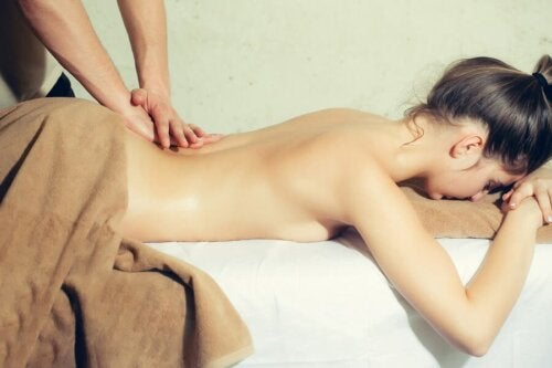 Erotische Massage für deinen Partner: 4 Tipps
