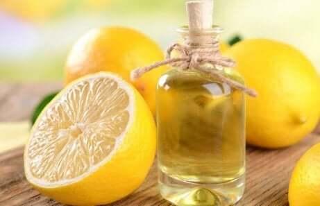Zitronenöl für Möbelpolitur