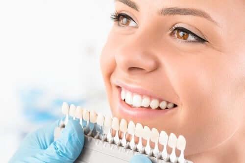 Zähne aufhellen: Übersicht über verschiedene Methoden
